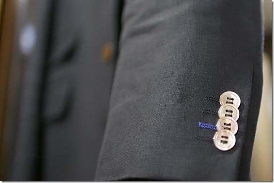 ジャケットの袖、貝ボタン