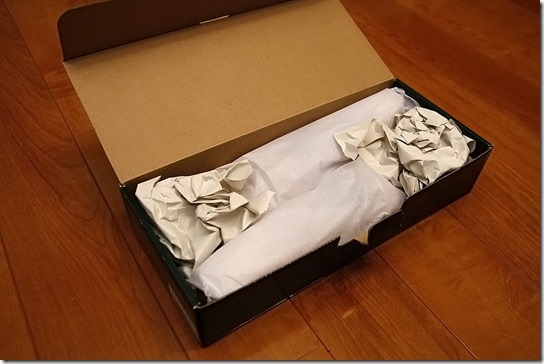 コロニルシューツリーの箱を開いたところ