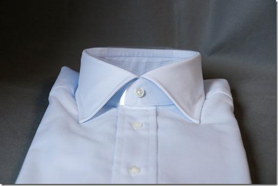 水色の鎌倉シャツの襟