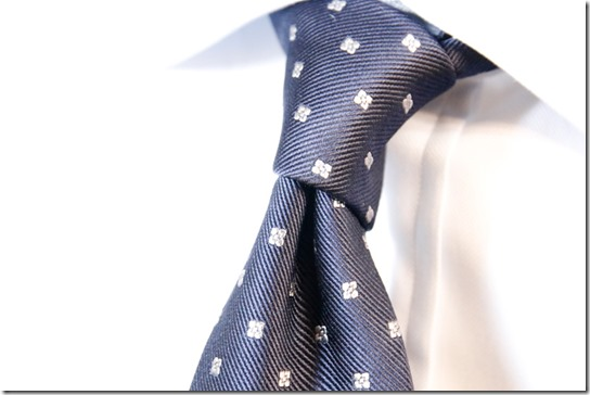 鎌倉シャツのネクタイを結んだところ
