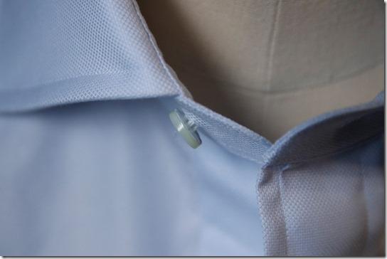 シャツの第一ボタン