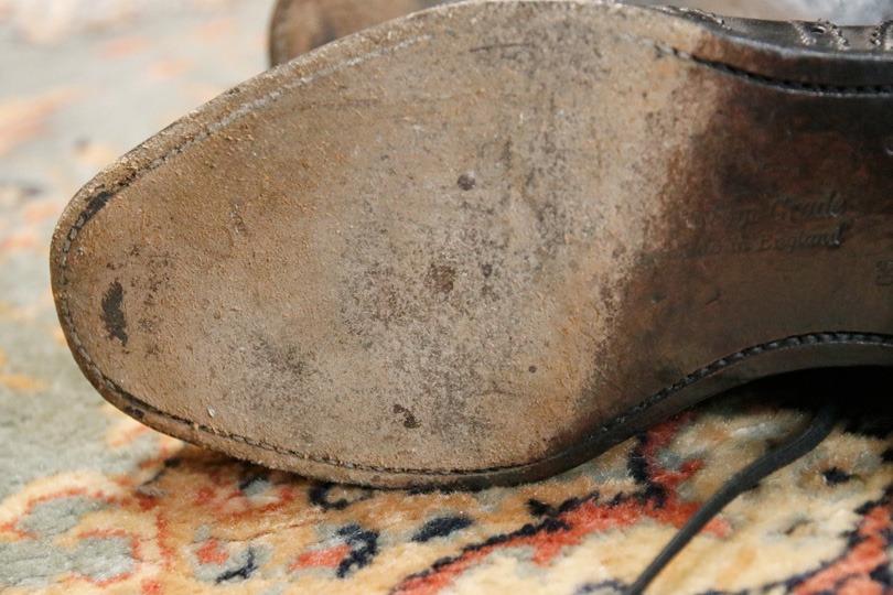 革靴のすり減った靴底
