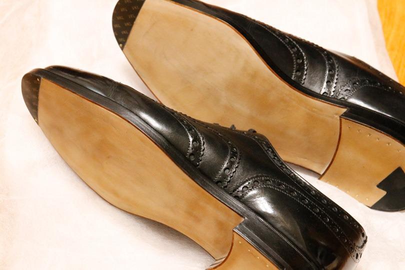 前々回、前回と、連続して靴底の修理について取り上げました。最終回の今回はオールソールの体験記です。