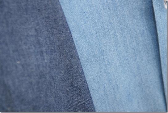 紺と青のデニムシャツの生地