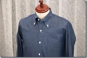 紺のデニムシャツ