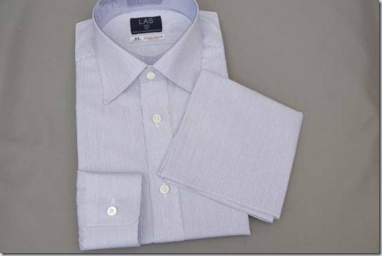 シャツと共地のポケットチーフ