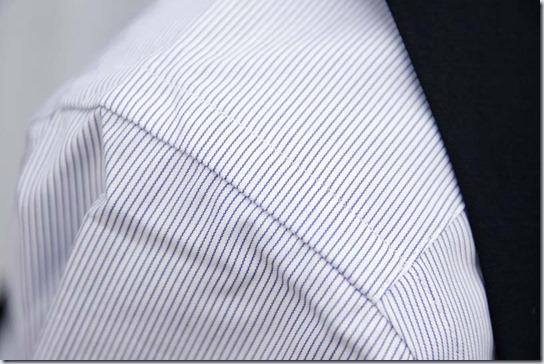 シャツの肩部分