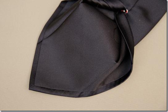 ネクタイの裏側