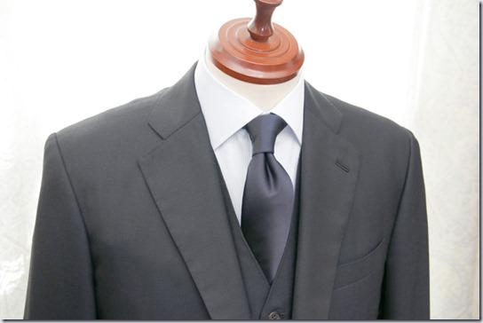 三つ揃いスーツとネクタイ