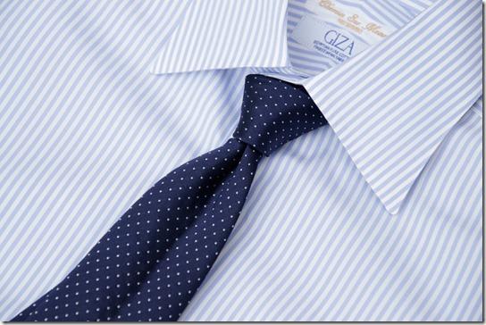 ドット柄ネクタイとシャツ