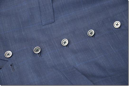 スリーピースベストの黒蝶貝ボタン