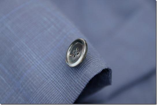ジャケット用黒蝶貝の厚手ボタン